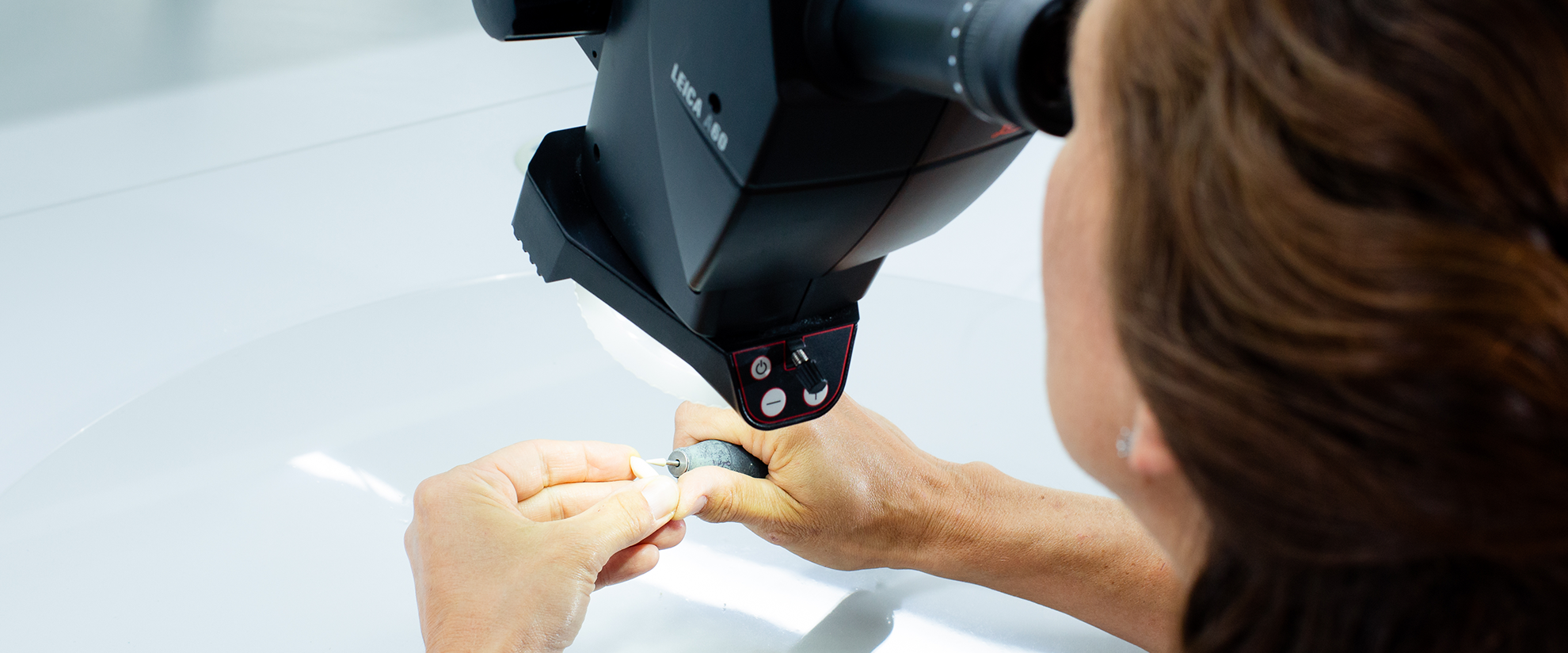 Mikroskop Dentallabor - LebenDich Dentalstudio GmbH